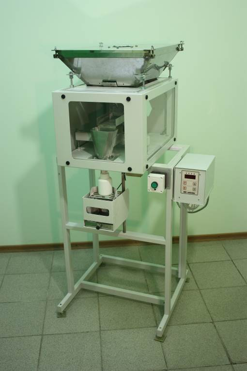 The dispenser is designed for semi-automatic dosing of dusty loose food and non-food products in a finished container.